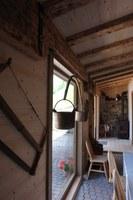 """Agriturismo """"La meste"""" presso Malga Moraretto - particolare della sala da pranzo"""
